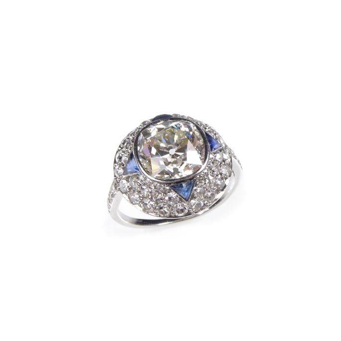 Cushion cut diamond, sapphire and diamond dome cluster ring | MasterArt