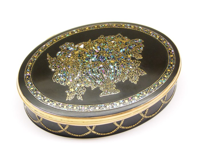 Early 18th century gold mounted tortoiseshell and mother-of-pearl and gold piquework oval box with portrait miniature of the Duchess of Queenberry to the interior