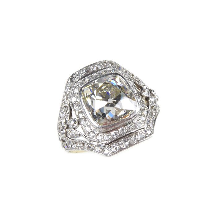 Marcus - Early 20th century cushion diamond cluster ring | MasterArt