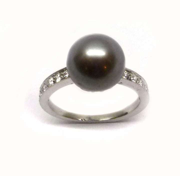 Early 20th century grey pearl and diamond ring