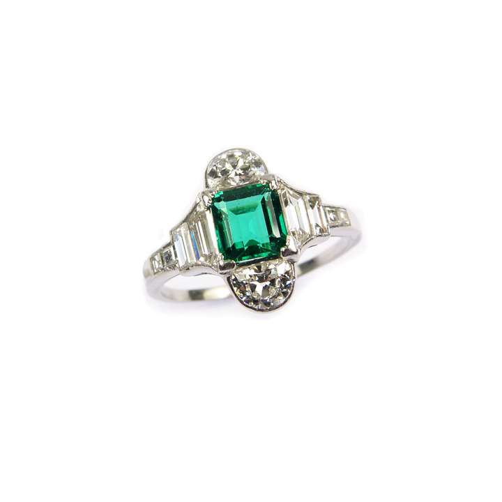 Emerald and diamond geometric cluster ring