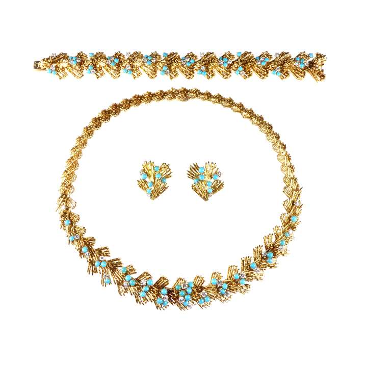 Gold, turquoise and diamond suite of necklace, bracelet and pair of earrings by Cartier, the stylised design featuring a chevron row of wirework rods ,