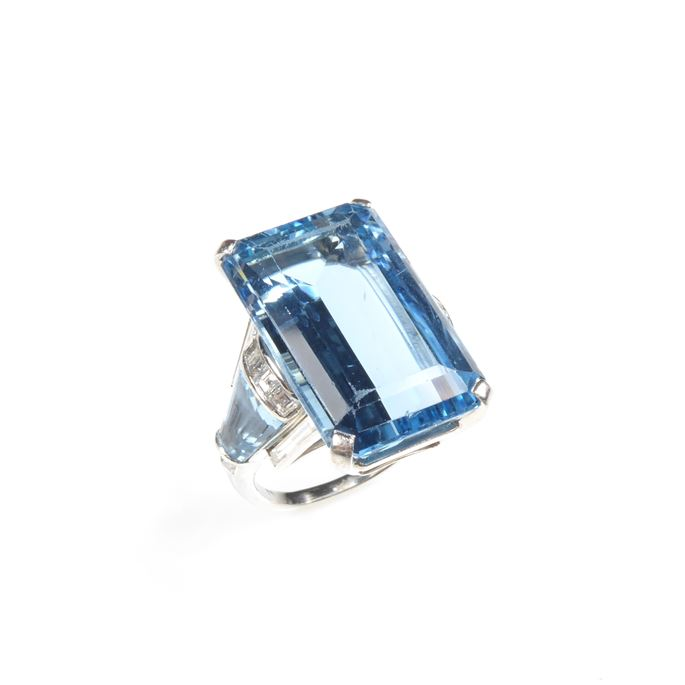 Late Art Deco single stone aquamarine dress ring with aquamarine and diamond shoulders | MasterArt