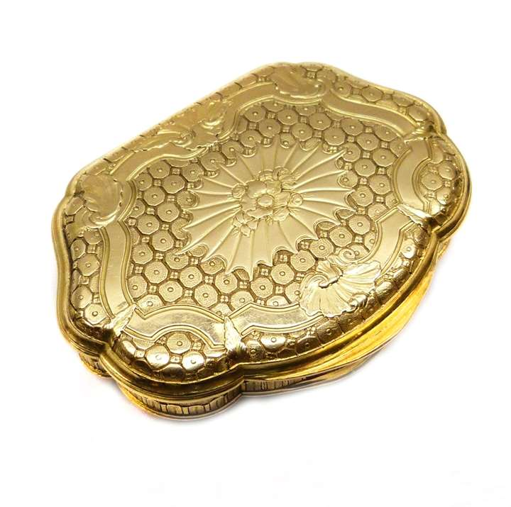 Louis XV cartouche shaped gold box
