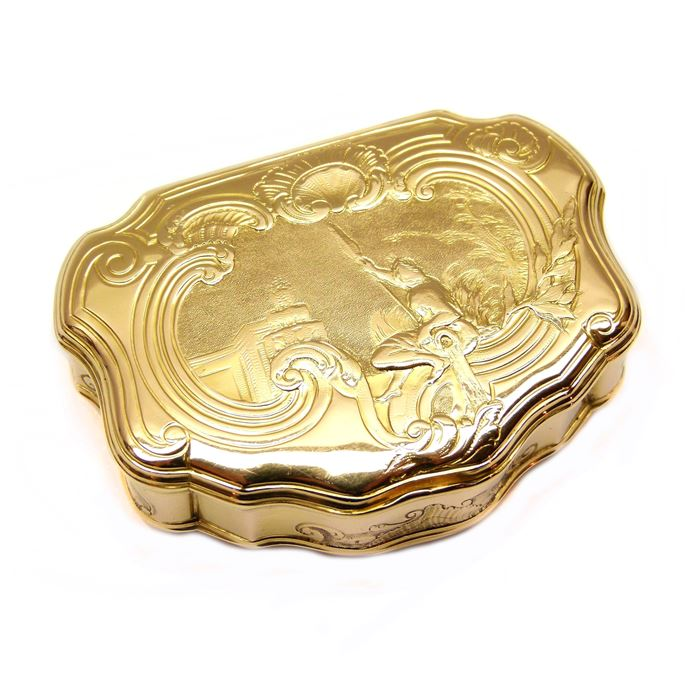 Louis XV cartouche shaped gold box | MasterArt