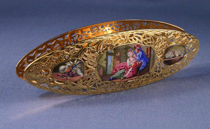 Louis XV gold and enamel shuttle