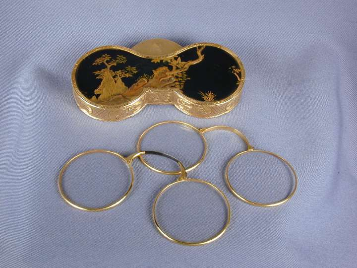 Louis XV gold mounted Japanese lacquer double spectacle case, containing two lorgnettes