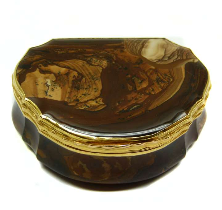 Louis XV gold mounted cream and brown banded opaque agate cartouche shaped box
