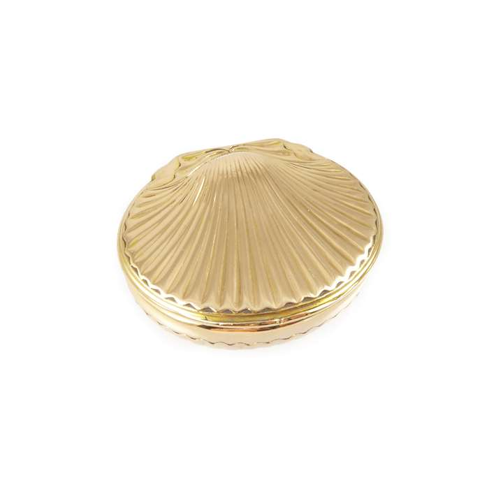 Louis XV gold oval shell shaped box, the cover formed as a scallop shell