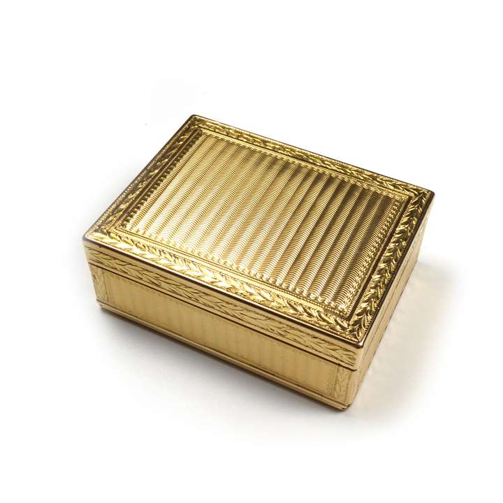 Louis XV gold rectangular boite-à-mouches by Antoine Nicolas Cousinet]