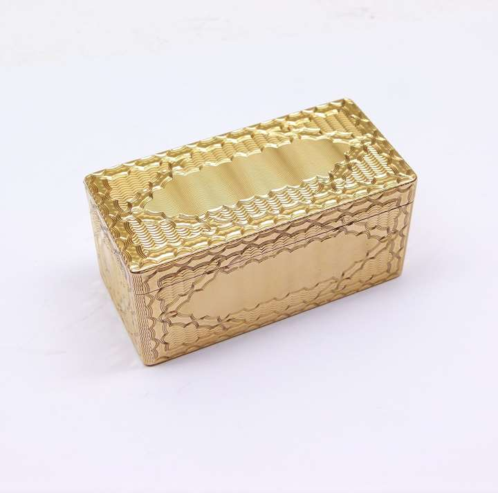 Louis XV rectangular gold snuff box