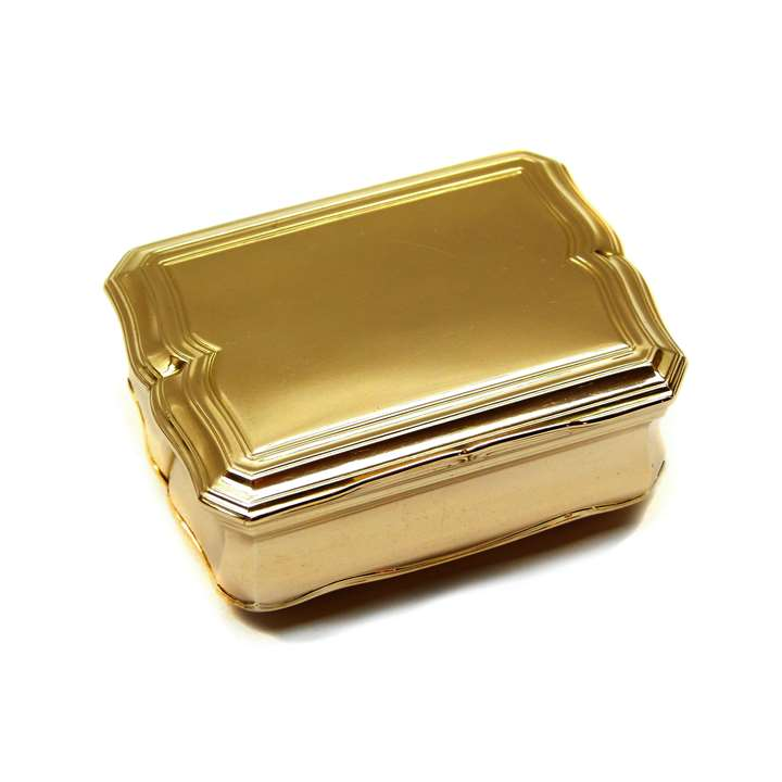 Louis XV shaped rectangular gold box