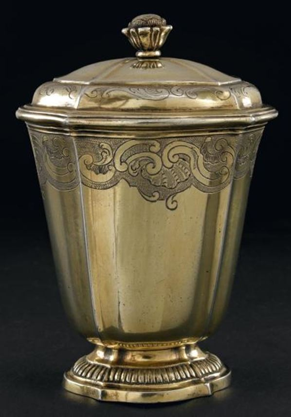 Louis XV silver gilt oval tulip form beaker and cover, with regence decoration and gadroon foot. | MasterArt