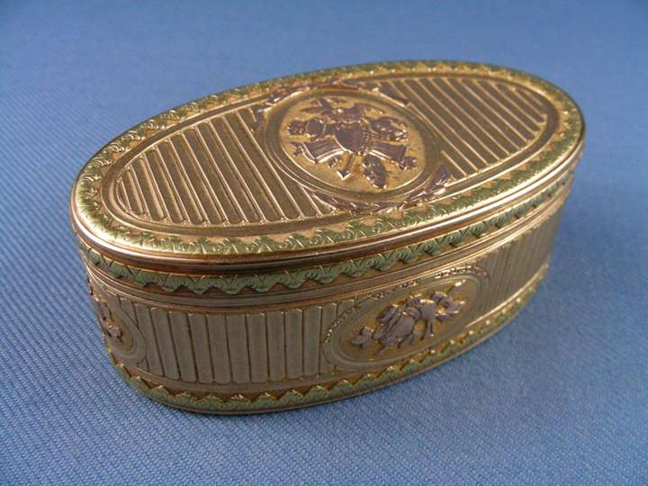 Louis XV three colour gold oval snuffbox by Jean-Baptiste Marie