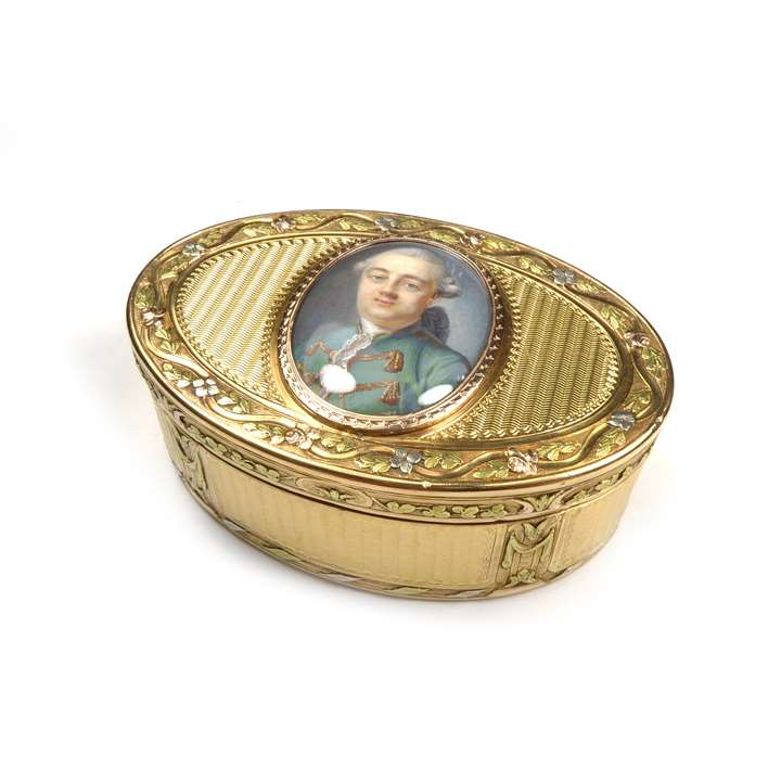 Louis XVI oval gold box set with a miniature of a gentleman