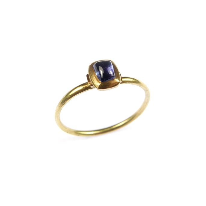 Medieval gold and cabochon sapphire finger ring | MasterArt