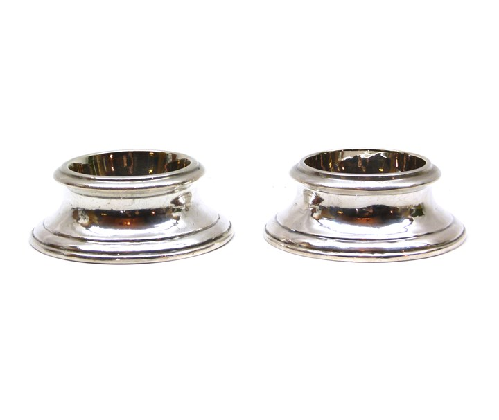 Pair of Queen Anne round silver trencher salts