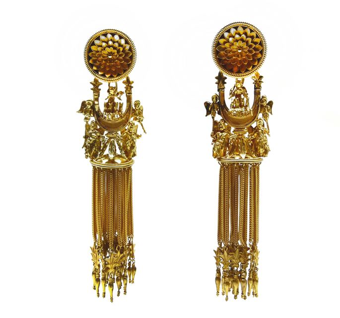 "Castellani - Pair of antique Etruscan style ""Campana"" sun-chariot crescent gold earrings 
