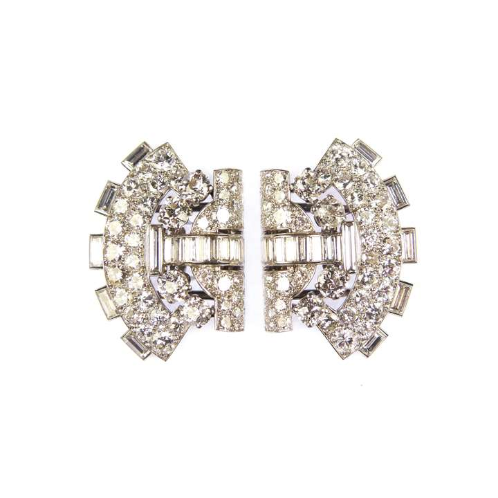 Pair of diamond arch shaped clip brooches forming a double clip brooch of bow-tie shape