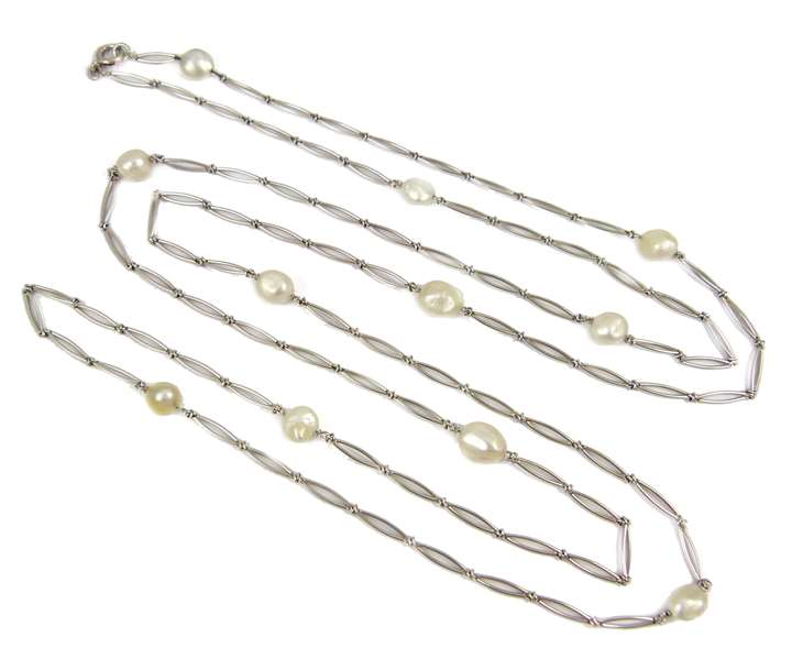 Platinum and pearl chain, the elongated split links spaced by shaped oval pearls