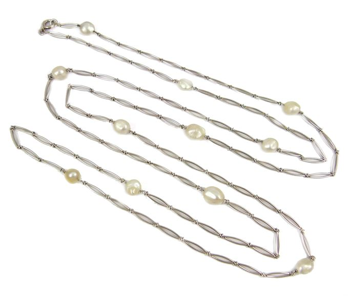 Platinum and pearl chain the elongated split links spaced by shaped oval pearls | MasterArt