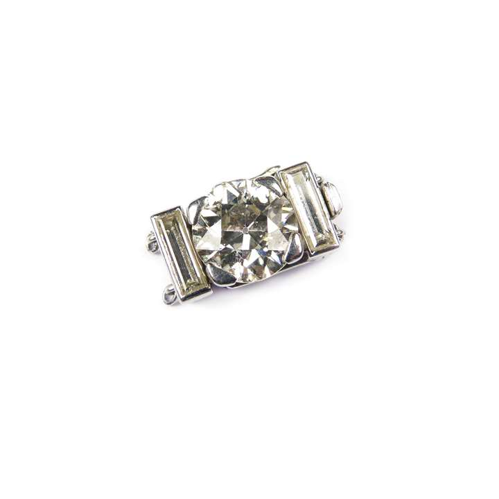 Round brilliant cut diamond and baguette diamond clasp with fittings for two rows