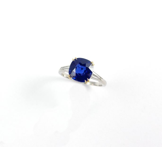 Single stone Ceylon sapphire ring, the cushion shaped stone 3.092ct, | MasterArt