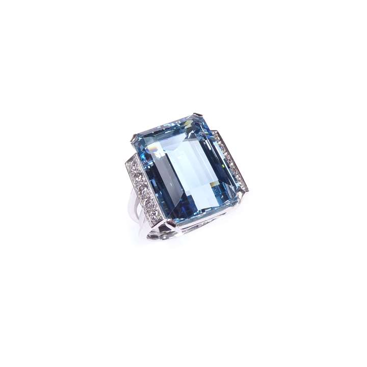 Single stone aquamarine and diamond dress ring, claw set with a step-cut rectangular aquamarine, approximately 17.00ct,