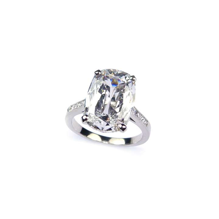 Single stone cushion cut diamond ring, 5.01ct, D IF,