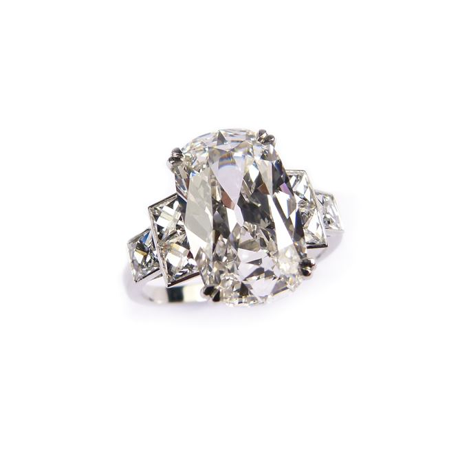 Single stone cushion cut diamond ring, the 4.17ct G VS2 stone claw set | MasterArt