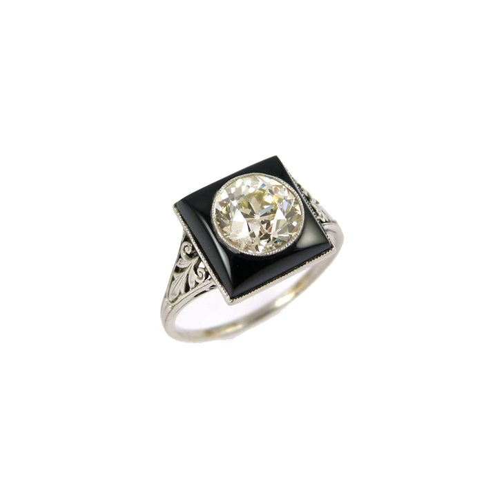Single stone diamond and onyx ring