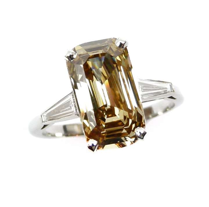 Yellowish-brown diamond single stone ring of 3.87cts