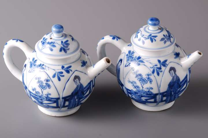Pair of Tea Pots