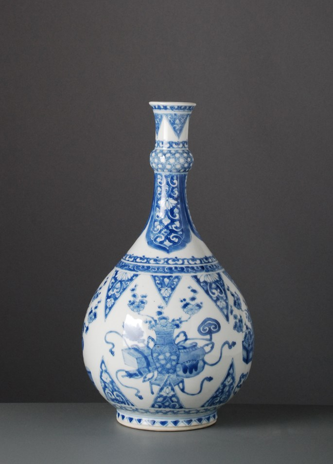 Blue & White Bottle Vase - Kangxi period | MasterArt