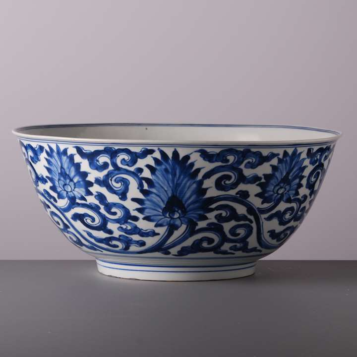Large Bowl with Lotus Flowers