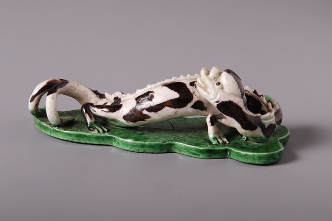 Famille verte model of a Dragonon artemesia leaf - Kangxi period | MasterArt