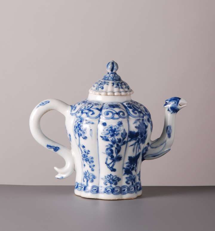Tea Pot w cover and Bird Spout