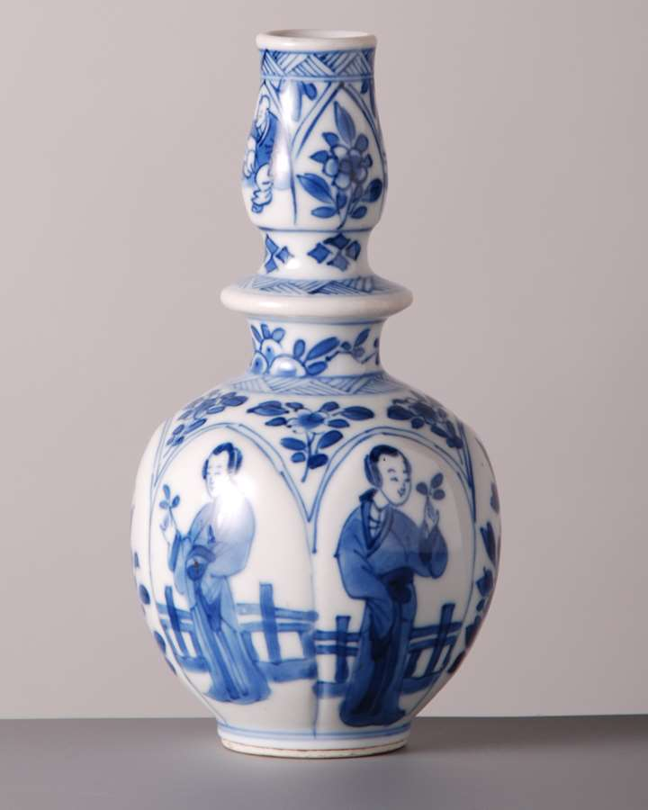 Bottle w Figures