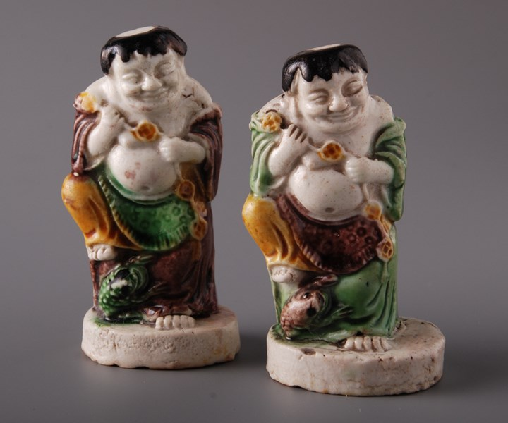 Pair of Models of Liu Haiwith a toad - Kangxi period